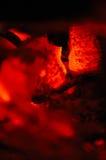 Charbons d'un rouge ardent Images libres de droits