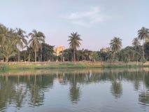 Charca con el parque Imagen de archivo