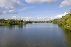 Charca del otoño en el parque Imagenes de archivo