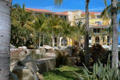 Charca elevada en el centro turístico en Cabo San Lucas, México Imágenes de archivo libres de regalías