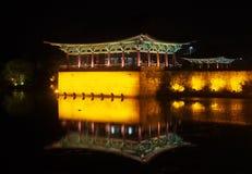 Charca en la noche, Gyeongju, Corea del Sur de Anapji Imagenes de archivo