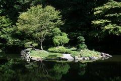 Charca japonesa del jardín Imagen de archivo libre de regalías