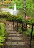 Charca pacífica del jardín fotos de archivo