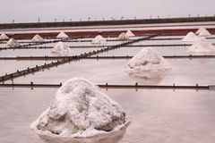 Charca Taiwán de la evaporación de la sal Foto de archivo libre de regalías