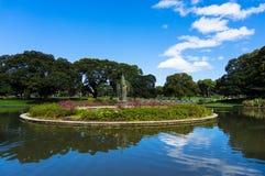 Charca y fuente, parque de la ciudad de Sydney University Imagen de archivo