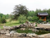 Charca y Harmony Hall coreanas 2016 del jardín de Viena Bell Imagen de archivo libre de regalías