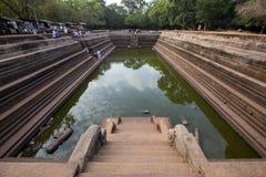 Charcas gemelas en la ciudad sagrada de Anuradhapura, Sri Lanka imagenes de archivo
