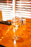 Chardonnay frio em um dia morno Fotografia de Stock Royalty Free