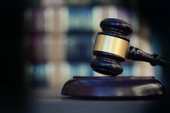 Charge de style juridique de bannière d'image de concept de loi de preuve avec l'espace de copie vers la gauche Photo stock