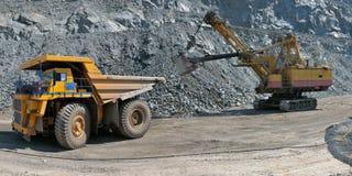 Chargement de minerai de fer Image stock