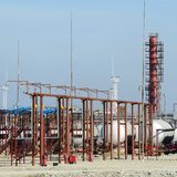 Chargement de passage supérieur des produits pétroliers et des navires de stockage du combustible image stock