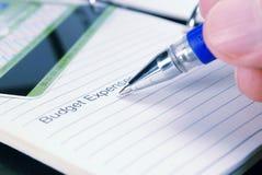 Charges de budget. Crayon lecteur à disposition images stock