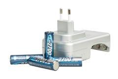 Chargeur de batterie avec des batteries Photographie stock libre de droits