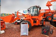 Chargeur de frontal diesel orange images libres de droits