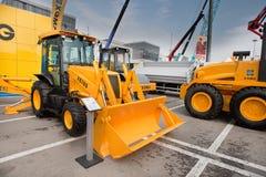 Chargeur de frontal diesel orange photos stock