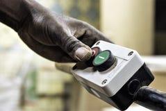 Chargeur de main pour les marchandises mobiles photos stock