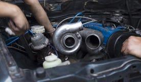 Chargeur de Turbo sur le moteur de voiture Image libre de droits