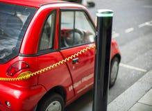 Chargeur de voiture électrique images stock
