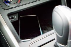 Chargeur sans fil de Volkswagen Polo 2018 photos libres de droits