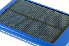 Chargeur solaire mobile moderne de téléphone portable Photo stock