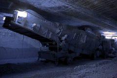 Chargeuse réglée dans la mine souterraine Images libres de droits