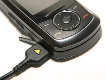 Chargin ein Handy Lizenzfreies Stockfoto