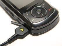 Chargin un teléfono móvil Foto de archivo libre de regalías