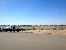Chari-Fluss, Grenze zwischen N'Djamena, Tschad und Kamerun lizenzfreie stockbilder