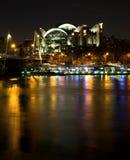 charing перекрестный поезд станции съемки ночи Стоковое фото RF