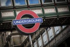 Charing Cross, Londres, Reino Unido, o 7 de fevereiro de 2019, sinal subterrâneo de Londres imagem de stock