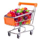 Chariot à achats avec les sucreries colorées Photographie stock libre de droits