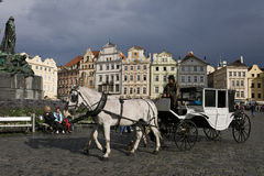 Chariot à la vieille place de Prague Photo stock