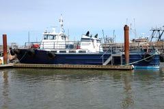 Chariot à pêche dans une marina, Astoria OU. Image libre de droits