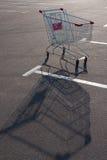 Chariot à supermarché d'achats Photo libre de droits