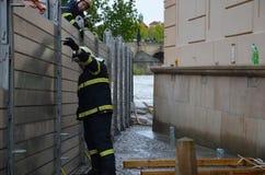Chariot élévateur au centre de Prague image libre de droits