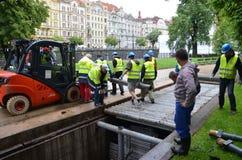 Chariot élévateur au centre de Prague photos stock