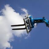 Chariot élévateur et cloudscape images libres de droits