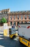Chariot électrique postal de la livraison de La Poste Images libres de droits