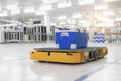 Chariot automatique pour le matériel de transport dans l'industriel Image stock