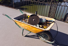 Chariot avec des cadenas de coupe Photo libre de droits