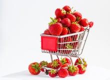 Chariot avec des fraises Images libres de droits