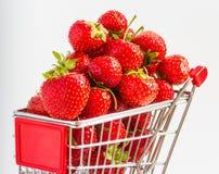 Chariot avec des fraises Image stock