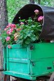 Chariot complètement des fleurs Images libres de droits