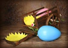 Chariot d'oeuf de pâques photos stock