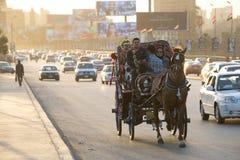 Chariot de cheval au Caire au crépuscule Image stock