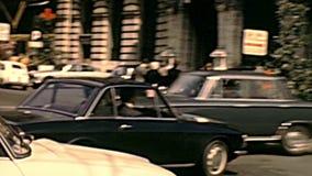 Chariot de cheval dans la rue de Vénétie de Rome banque de vidéos