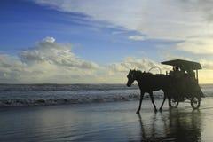 Chariot de cheval sur la plage Parangtritis Photos libres de droits