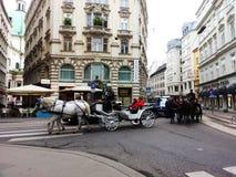 Chariot de cheval sur la route de Tuchlauben à Vienne Photographie stock libre de droits