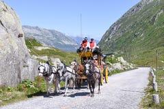 Chariot de cheval sur le passage de St Gotthard, Suisse Photographie stock