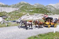Chariot de cheval sur le passage de St Gotthard, Suisse Image libre de droits